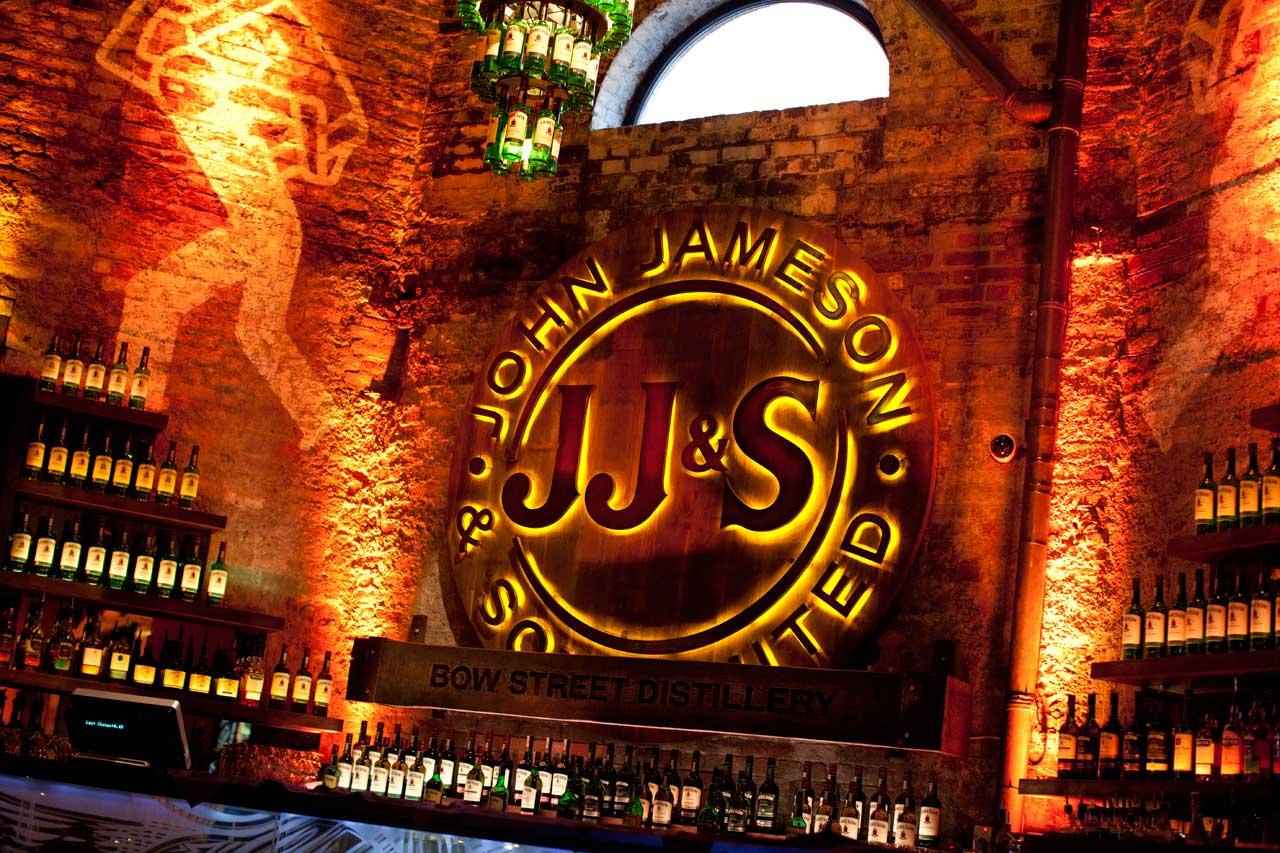 Um turismão (quase) declarado em Dublin: Old Jameson Distillery