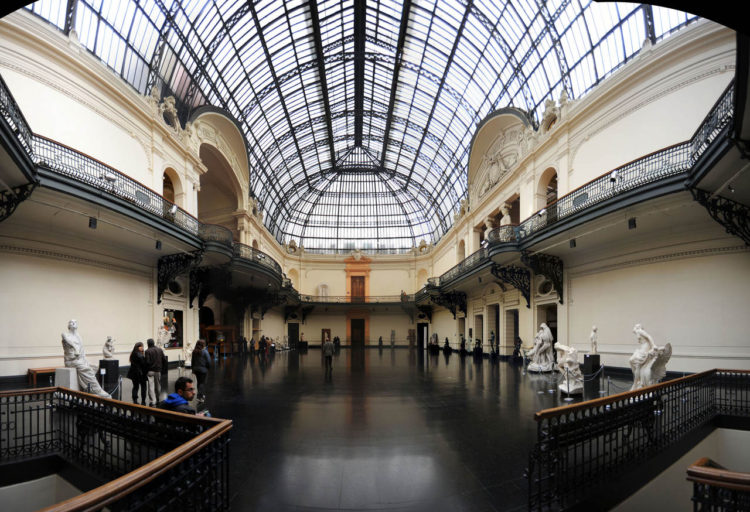Museu Nacional de Bellas Artes no centro de Santiago