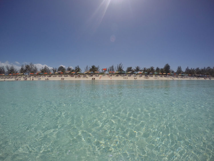Praia nas Bahamas