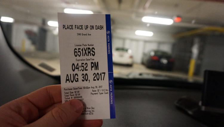 Carro em Miami: recibo impresso no parquímetro