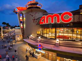 Dine-in Theatre: como é jantar no cinema de Disney Springs