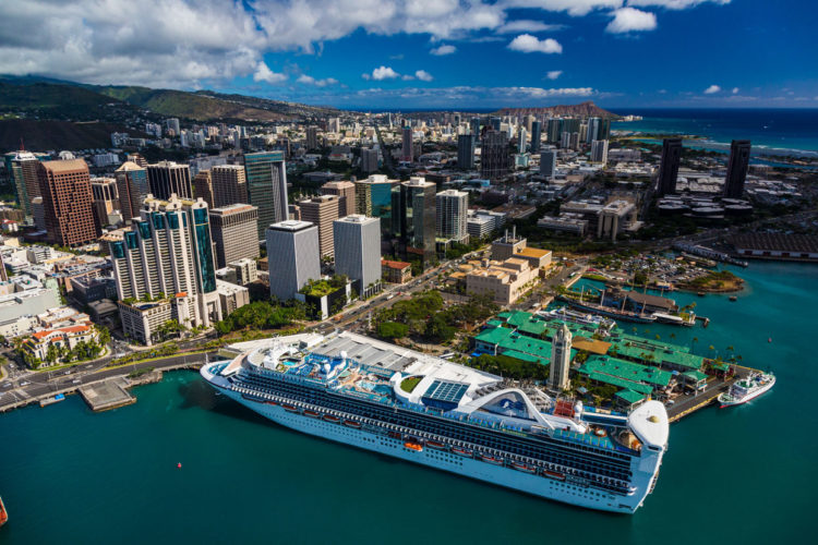 Curiosidades sobre o Hawaii: cruzeiro ancorado em Big Island