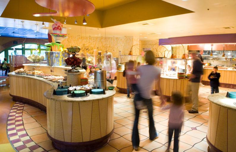 Café da manhã no Disneyland Hotel, Califórnia
