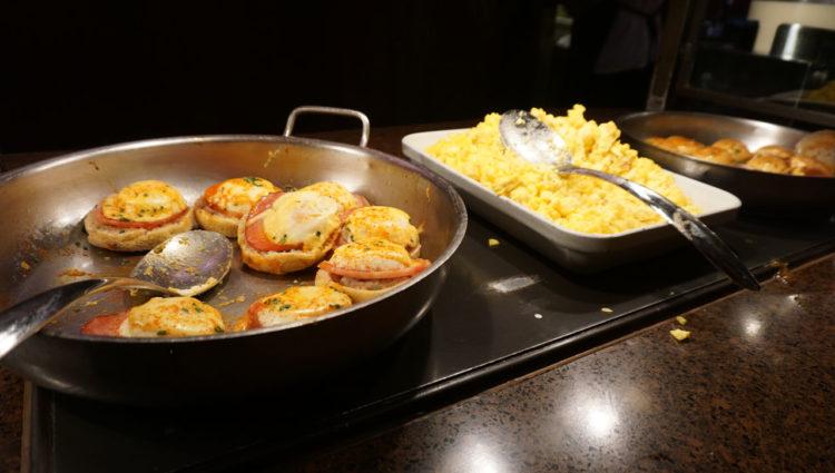 Café da manhã com personagens do Aulani