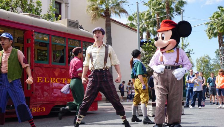 Meet Disney Pals on Buena Vista Street