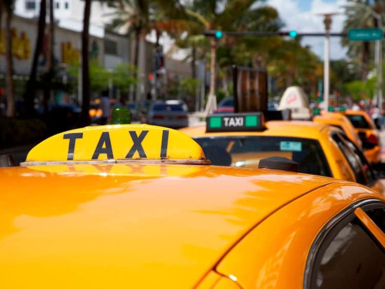 Como sair do aeroporto de Miami: táxi